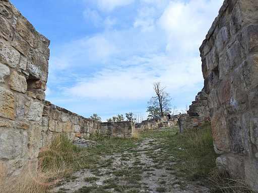 018-Innenbereich der Falkenburg