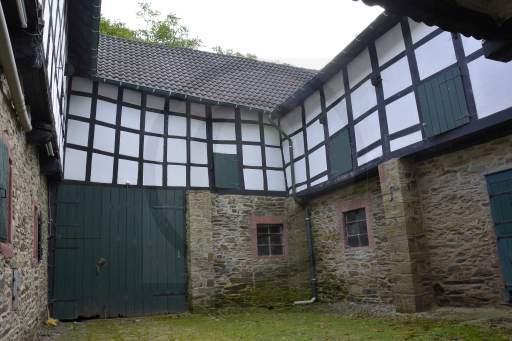 0006-Burg-Innenhof